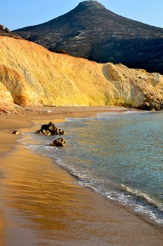 agios ioannis golden beach in milos