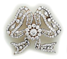 Diamond, Gold And Platinum Bowknot Brooch With Moveable Adjustments - French    c. Edwardian Era
