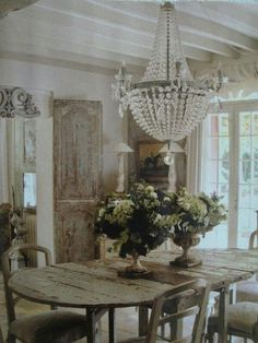 Shabby Chic Dining Room Design Ideas-Like the old door. Think I could use two of those for dividers in my dining room. Shabby Chic Dining Room, French Country Dining Room, French Country Farmhouse, French Country Style, French Country Decorating, Farmhouse Interior, French Cottage, Rustic Farmhouse, Rustic French