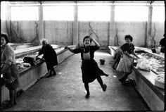 Uploaded by Άρτεμις. Find images and videos on We Heart It - the app to get lost in what you love. Vintage Photography, White Photography, Fotojournalismus, 20th Century Women, George Carlin, Dance Like No One Is Watching, Good Old Times, The Lives Of Others, Documentary Photography