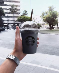 Charcoal Frappuccino from Starbucks. Aesthetic Themes, White Aesthetic, Aesthetic Pictures, Bebidas Do Starbucks, Starbucks Drinks, Starbucks Quotes, Frappuccino, Qhd Wallpaper, Back To Black