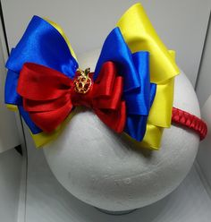 Tiara da Branca de Neve. Linda Ribbon Art, Ribbon Hair Bows, Disney Hair Bows, White Hair Bows, Cheer Bows, Disney Diy, Big Bows, Disney Halloween, How To Make Bows