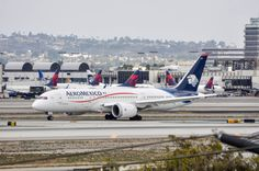 AeroMexico 787-8 arriving at LAX from MEX on Sunday, Oct. 18, 2015.