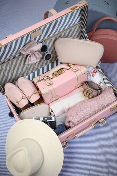 How I pack to travel // Steamline lugagge, cuyana make up bag, gucci flats - see it all by clicking through!