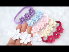 faixa para bebê com flores - YouTube Paper Flowers Craft, Flower Crafts, Fabric Flowers, Christmas Bows, Diy Bow, Hair Beads, Baby Headbands, Girl Hairstyles, Ribbon