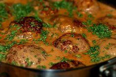 köttfärsbiffar_i_sås_pannbiff_färs_biffar. Meat Recipes, Wine Recipes, Vegetarian Recipes, Cooking Recipes, Minced Meat Recipe, Swedish Recipes, Swedish Foods, Recipes From Heaven, Food For Thought