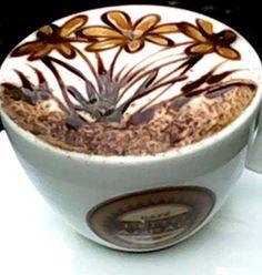 ·:*¨¨*: Flower latte art :*¨¨*:·.·:*¨¨*: Flower latte art Coffee Latte Art, I Love Coffee, Coffee Cafe, Coffee Break, My Coffee, Coffee Drinks, Cappuccino Art, Morning Coffee, Coffee Shop