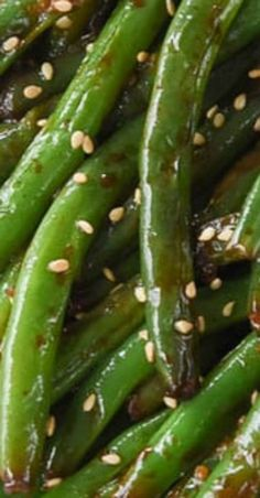 These restaurant style easy green beans are the favorite vegetable at our house. We make them over and over again at our house and never get tired of them! Asian Style Green Beans, Chinese Green Beans, Soy Sauce Green Beans, Pork And Green Beans, Vegetable Side Dishes, Vegetable Recipes, Szechuan Green Beans, Restaurant, Fruit Appetizers