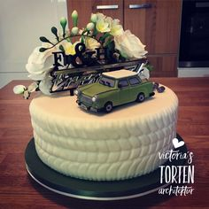 As a gift for the wedding for Trabant fans. Camouflage Cake, Victoria, Wedding Book, Creative Cakes, Beautiful Cakes, How To Make Cake, 3rd Birthday, Just Desserts, Eat Cake
