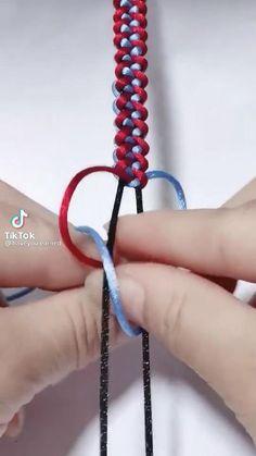 Diy Bracelets With String, Diy Bracelets Easy, Unique Bracelets, Handmade Bracelets, Diy Friendship Bracelets Tutorial, Bracelet Tutorial, Diy Crafts Jewelry, Bracelet Crafts, Cool Gadgets For Men