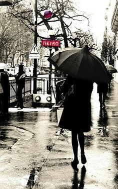 Rainy Day in Paris. A rainy day is Paris is a good day Walking In The Rain, Singing In The Rain, I Love Rain, Paris Metro, Under The Rain, Paris Ville, Foto Art, Yin Yang, Photos
