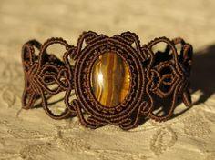 Macrame bracelet with Tiger's Eye - Handwoven bracelet with semiprecious stone