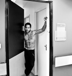 Lenny Kravitz - he may just be the most beautiful man in the world!