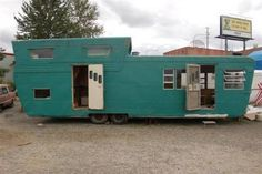 1952 Pacemaker Tri-level with 2 story bedroom section. - would love to see the interior! Vintage Campers Trailers, Retro Campers, Vintage Caravans, Camper Trailers, Vintage Motorhome, Classic Campers, Happy Campers, Camper Caravan, Diy Camper