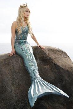 Die kleine Meerjungfrau - www.de Source by teenevent - Mermaid Cove, Mermaid Art, Mermaid Paintings, Real Mermaids, Mermaids And Mermen, Foto Fantasy, Fantasy Art, Silicone Mermaid Tails, Mermaid Pictures