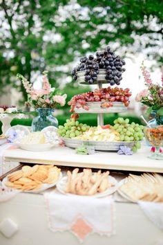 idée sur le buffet de desserts pour mariage en plein air