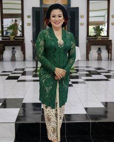 Kebaya Hijab, Batik Kebaya, Kebaya Muslim, Batik Dress, Model Dress Kebaya, Model Kebaya Brokat Modern, Kebaya Modern Dress, Kebaya Jawa, Dress Shirts For Women