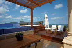 adriana bijarra cuoco cobertura enseada area externa piscina em cobertura apartamento na praia deck madeira pastilha azul piscina pastrilha ofurô deck com spa a ceu aberto