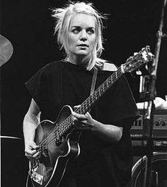 Apprenez à jouer de la #guitare comme #Tina #Weymouth de #Talking #Heads sur www.MyMusicTeacher.fr !