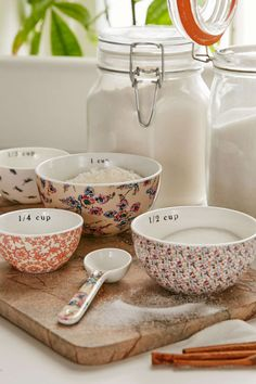 Plum & Bow Patterned Measuring Cups Set - Urban Outfitters