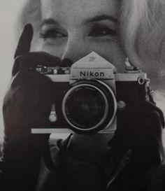 Marilyn Monroe Poster, Marilyn Monroe Life, Camera Wallpaper, Angry Girl, Bert Stern, Classic Camera, Slr Film Camera, Norma Jeane, Photography Camera