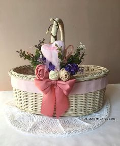 Плетение из газет Wedding Gift Wrapping, Wedding Gifts, Marriage Decoration, Basket Decoration, Gift Packaging, Xmas Gifts, Basket Weaving, Floral Arrangements, Homemade