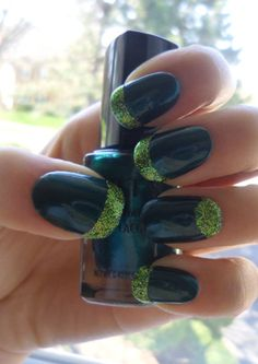 Love this green and black!!