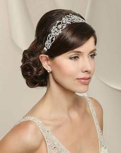 Bridal Hair Pins, Wedding Headband, Bridal Updo, Wedding Hair And Makeup, Wedding Veil, Bride Hairstyles, Headband Hairstyles, Indian Party Hairstyles, Quince Hairstyles