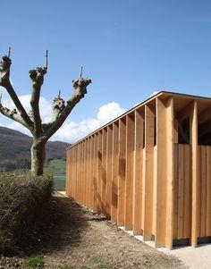 Régis ROUDIL · Sanitaires au Lac du Lit du Roi Timber Architecture, California Ranch, Student House, Theatre Design, Architect House, Wooden House, Hedges, Play Houses, Public Spaces
