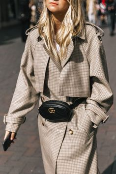 street style edgy minimal classic, bum bag, trench coat, street style women outfits simple