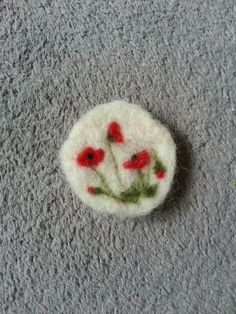 broche coquelicot laine feutrée - poppy felted brooch                                                                                                                                                      Plus