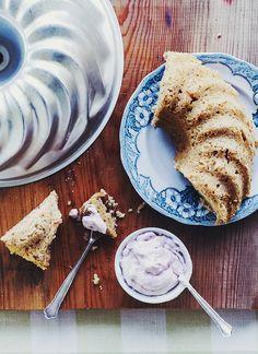 Uppdaterat recept på glutenfri mjuk pepparkaka med lingongrädde - Metro Mode