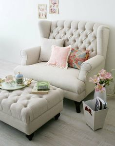 I need two of these... looks so cozy! Wonder if I could figure out how to DIY something like this? Hmm...