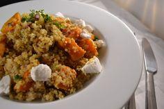 Deze kruidige quinoa met zoete aardappel is een perfecte wintermaaltijd. Kruidig en warm, zonder zwaar op de maag te vallen.