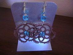orecchini chiacchierino con perle azzurre