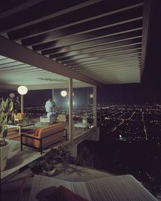 Stunning Photographs of Modern Architecture  Julius Shulman: Case Study House #22 (1960)