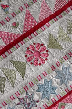 Snowflake Medallion quilt, borders with flying geese and stars, custom quilted by Karen Terrens at Quilts on Bastings (Australia)