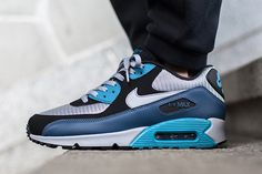 Plenty of sneakers come across our desks every day at Sneaker Freaker HQ, but there is no silhouette more ubiquitous than the iconic Air Max 90 in the sneaker world. There would have to be at least …