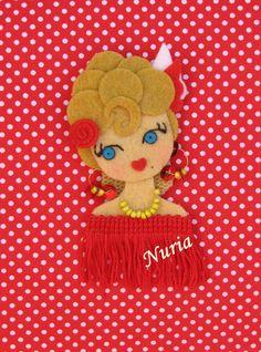 Looks like Lucy Felt Ornaments Patterns, Felt Crafts Patterns, Fuzzy Felt, Wool Felt, Handmade Crafts, Diy And Crafts, Stone Art Painting, Felt Gifts, Felt Wreath