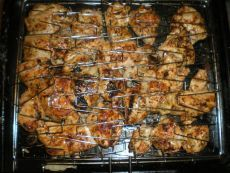 Куриный шашлык из филе Ни один мужчина не устоит! Вкусно, просто и быстро! Мой любимый рецепт шашлыка из курицы.   Из всех разновидностей шашлыков мне больше всего нравится куриный шашлык из куриных грудок. Во-пер