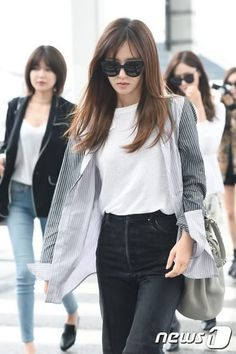 She looks tired butttt, hot to the damn she still looks good #KwonYuri