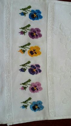 Kanavice havlu Cross Stitching, Cross Stitch Embroidery, Hand Embroidery Design Patterns, Cross Stitch Flowers, Baby Knitting Patterns, Diy And Crafts, Creative, Cross Stitch Patterns, Embroidered Towels