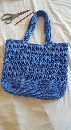 Heylin's Ecin Crochet Tote Bag – Crochet market bag free pattern - Agli Free Crochet Bag, Mode Crochet, Crochet Shell Stitch, Crochet Market Bag, Crochet Tote, Crochet Handbags, Crochet Purses, Crochet Gifts, Crochet Stitches