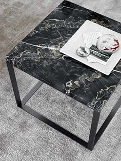 Small tables: LITHOS – Collection: Maxalto – Design: Antonio Citterio —