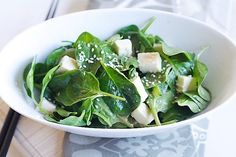 Start your healthy eating diet today with a bowl of this pleasing, fresh, and delicious spinach and tofu salad with sesame miso dressing–a wonderful salad served at my favorite Japanese joint. | rasamalaysia.com