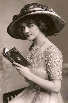 21 cartões postais de 1900 mostram a beleza feminina da época