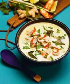 Jättelätt att laga, men soppan imponerar ändå på alla som varit i Thailand. Cheap Rice Cooker, Asian Recipes, Ethnic Recipes, Good And Cheap, Lchf, Cheeseburger Chowder, Thai Red Curry, Love Food, Toms