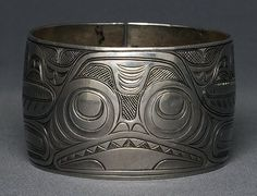 Superb Charles Edenshaw Coin Silver Bracelet with Incised Shark Design - Vancouver Art Gallery Charles Edenshaw Exhib. on Jun 2014 Native American Jewellery, Native American Art, American Jewelry, Vancouver Art Gallery, Haida Art, Native Design, Indigenous Art, Art Themes, People Art