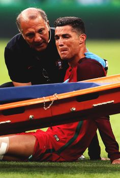 Cristiano Ronaldo injury. Euro 2016 final.