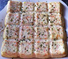 Pour les moules flexipan ou d'autres empreintes telles que les Poissons ou les Coquilles Saint Jacques Pour 6-8 personnes ou en petites bouchées à l'apéritif ;-) Préparation : 5 mn Cuisson : 40 mn à 180° (Th 6) Ingrédients : 4 œufs, 30 cl de crème fraîche... Cake Recipes, Snack Recipes, Snacks, Mousse, Cooking Cake, Tapas, Crockpot Recipes, Quiche, Entrees
